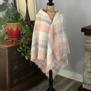 Pretty and Super Soft Fringed Throw